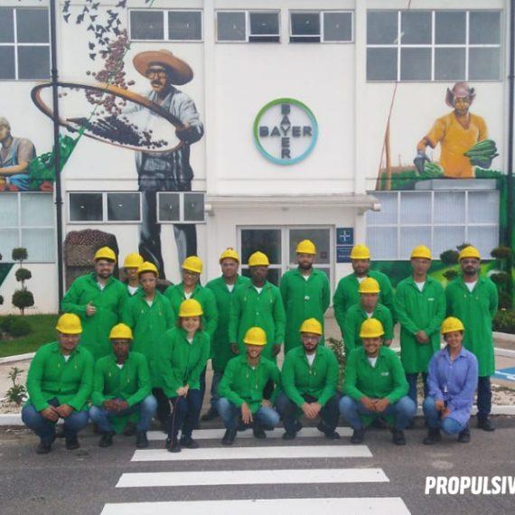 alunos da propulsive em visita técnica à Bayer